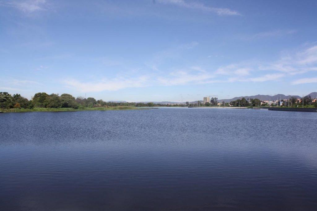El humedal Juan Amarillo, ubicado entre las localidades de Suba y Engativá, es otro de los ecosistemas habilitados para que las personas aprendan de la fauna y flora que hay en este espacio natural.