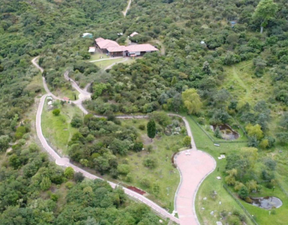 Parque Entrenubes se encuentra ubicado entre las localidades de San Cristóbal, Usme y Rafael Uribe Uribe, alberga una gran diversidad de flora y fauna.